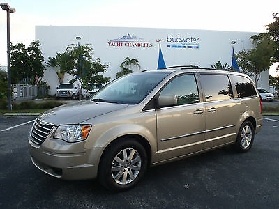 2009 Chrysler Town & Country Touring Edition - Extended Stow N' Go Mini Van 100% Florida Van - Loaded Touring Edition