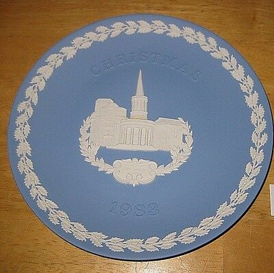 1983 WEDGWOOD Blue & White JASPERWARE Christmas Plate All Souls Cathedral Vintag