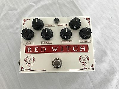 Red Witch Medusa Chorus Tremelo Pedal