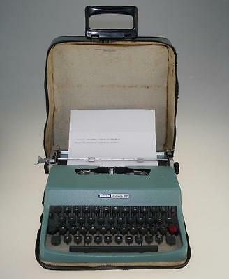 Olivetti Lettera 32 Portable Typewriter with case