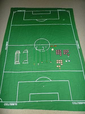 VINTAGE 1970s / 1980s SUBBUTEO SET - PITCH MAT, 28 PLAYERS, 5 GOALKEEPERS & REF