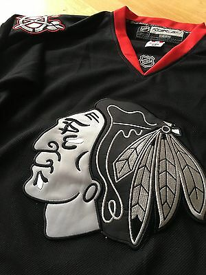 Chicago Blackhawks Trikot #19 Toews Reebok Authentic NHL Jersey Made in CANADA!