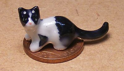 1:12 Scale White Ceramic Cat And Ball Pet Accessory Tumdee Dolls House Ornament