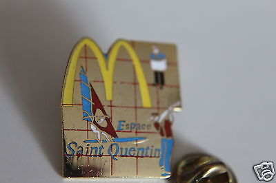 Mcdonalds  pin badges from all around the world (saint quentin)