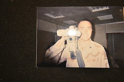 EARLY OPERATION IRAQI FREEDOM 1st ARMORED DIVISION PHOTO - SOLDIER W/ CAMCORDER