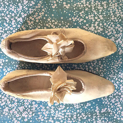 Vtg Antique white leather flat childs dress shoes with bows