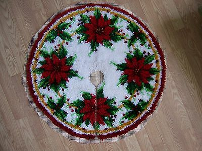 Vtg COMPLETED Latch Hook Rug Large POINSETTIAS Christmas Tree Skirt Decor 34""