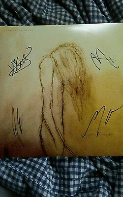 pretty reckless record signed by band including taylor