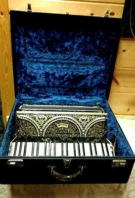 beautiful vtg Italian made Accordion  41 / 120  Made in Italy #52548  with case