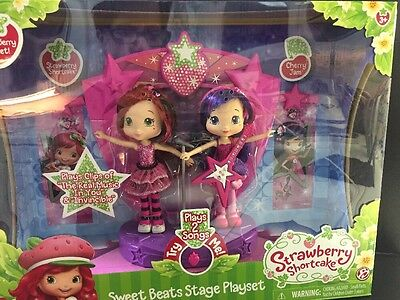 Strawberry Shortcake Sweet Beats Stage Playset with 2 Dolls PLAYS 2 SONGS