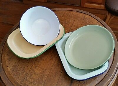 4 Vintage Enamel Ware Bakeware Items Bowl, Pie Dish and 2 Bakers