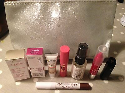 BNWOT Clinique Make Up Bag With Many Sample/full Size Items Worth £60