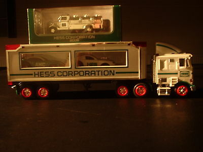 2006 NYSE Hess Box Truck With Racer Cars