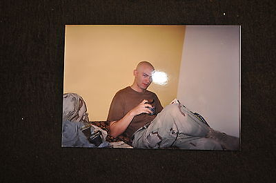 EARLY OPERATION IRAQI FREEDOM 1st ARMORED DIVISION PHOTO - SOLDIER READING