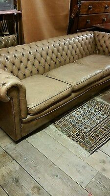 Superb Large Vintage Buttoned beige Leather Chesterfield Sofa 3 / 4 seater