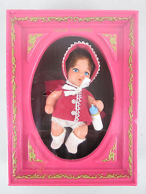 vtg 1969 GIRL PICTURE PLAYMATES Doll in Frame UNEEDA Drinks/Wets Hong Kong Toy