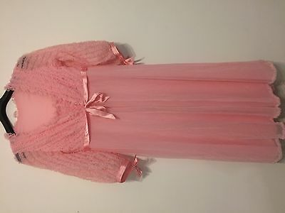Beautiful Vintage Pink Peignoir Neglige Nightdress Gown 2Pc Set Ruffles Nylon