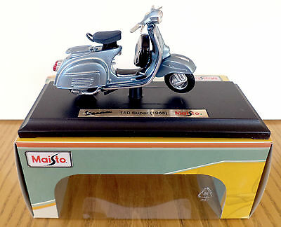 Maisto Vespa Scooter Model, 1:18 Diecast Scooter Model, Vespa 150 Super 1965