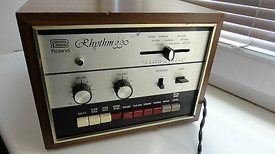 ROLAND RHYTHM 330 Tr-330  vtg analogue drum machine