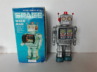Battery Operated Me 100 Space walk Man Robot
