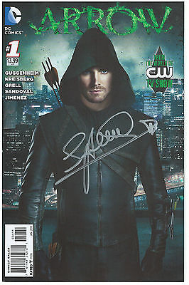 Arrow #1 (2013 DC) 1st Print CW TV Show Photo Cover Signed by Stephen Amell! NM!