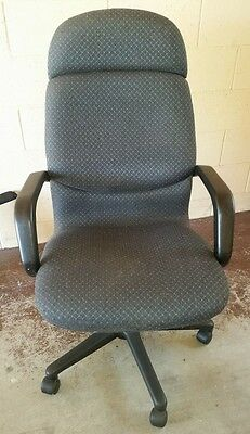 Premium computer desk office chair in excellent condition
