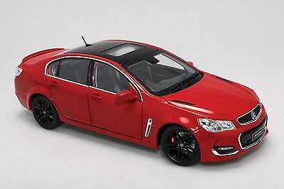 1:18 Holden VF II Commodore SS-V Redline Red Hot With Black Roof Biante B182716A