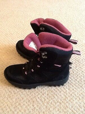 girls black/pink snow boots size 4/37