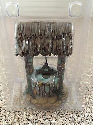 Lovely wishing well ornament brand new