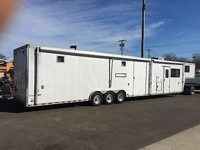 2003 pace 48' trailer with clean living quarters