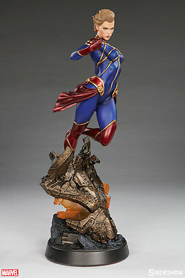 Sideshow Collectibles Captain Marvel Premium Format Statue
