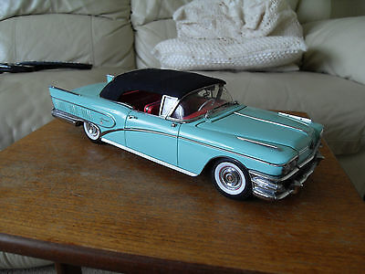 Sunstar platinum, Buick Riviera closed convertible (1958) Scale 1:18