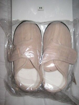 Ladies/Gents Slippers Size 3 - 4 New in Box