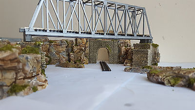 N Gauge Single Track Tunnel Bridge Support And Rock Section Scenery Set