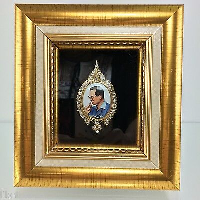 King IX Memorial 1927-2016 Brooch Collectible Pin in Golden Frame