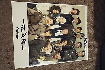 ALLO ALLO-100% GENUINE-10x8 PHOTO-HAND SIGNED BY GUY SINER AND JOHN D. COLLINS