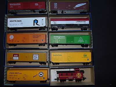 Roundhouse HO Gauge Modern US outline Freight Cars