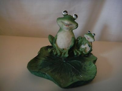 Cute Hand Painted  Ceramic Lilly Pad    W/ Frogs