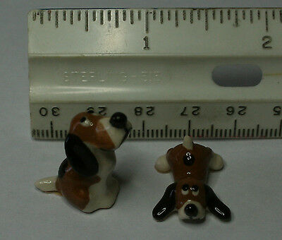 Miniature porcelain pair of Beagle dogs, mother an puppy
