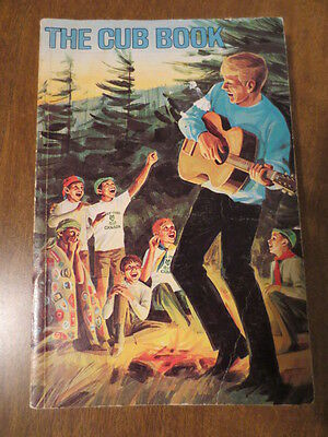 THE CUB BOOK by Boy Scouts of Canada 316 Page Cat #20-226 9th Printing Sept 1981