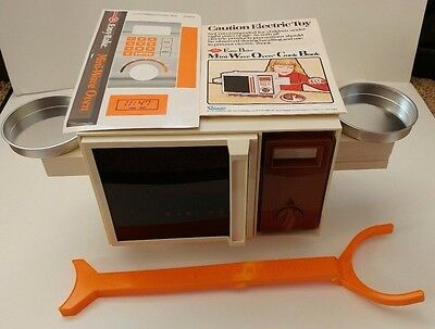 Vintage 1982 Kenner Easy Bake Mini Wave Oven Electric Toy CPG Products 802004
