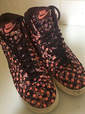 Nike limited edition sneakers size US8