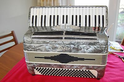 Exceptionally Nice 120 Bass Orfeo Piano Accordion, Ladies