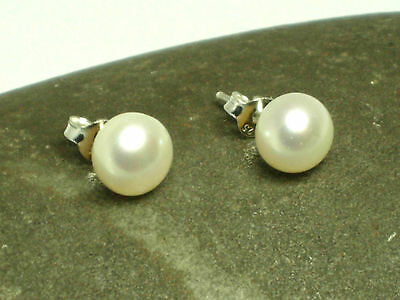 WHITE   PEARL.  Sterling  Silver  925    EAR   STUDS  -  Gift  Boxed