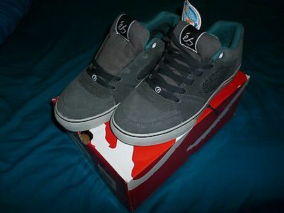 NEW IN BOX. eS Square One Skate Shoes Size UK 8 Grey/Grey