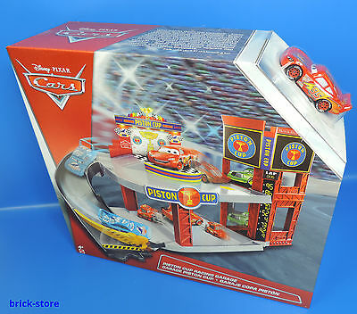 Disney Cars  / DWB90 / Piston Cup Racing Garage / Rennbahn Parkhaus