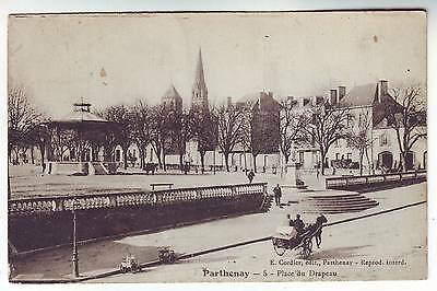 Cpa 79 - PARTHENAY - Place du Drapeau... Kiosque