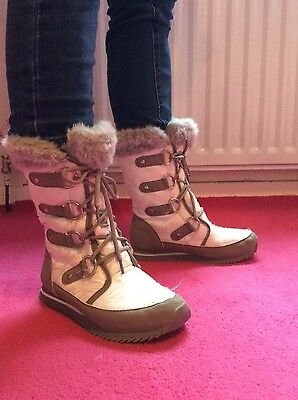 Girls / Ladies White lace up Boots Size 3