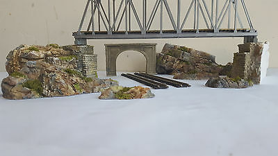 N Gauge Twin Track Tunnel Bridge Support And Rock Section Scenery Set