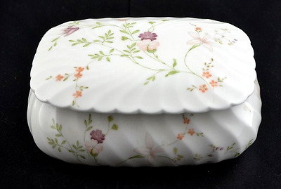 Wedgewood Campion - Covered Trinket/Butter Dish